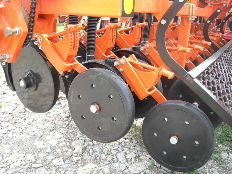 СЗ 3,6 сошники и прикатывающие колеса